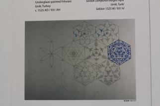 Diseño de azulejos con la flor de la vida como referencia