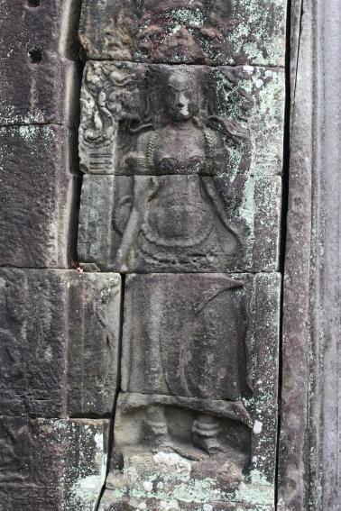 Otra Apsara espectral en los tallados en piendra en Angkor
