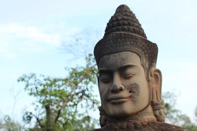 Estatua de un Deva o Dios en la entrada sur de Angkor Thom
