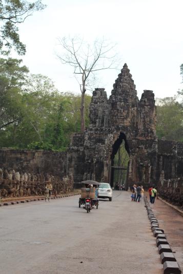 Paso vehicular Entrada Sur Angkor Thom Angkor Thom Camboya Ruinas Angkor