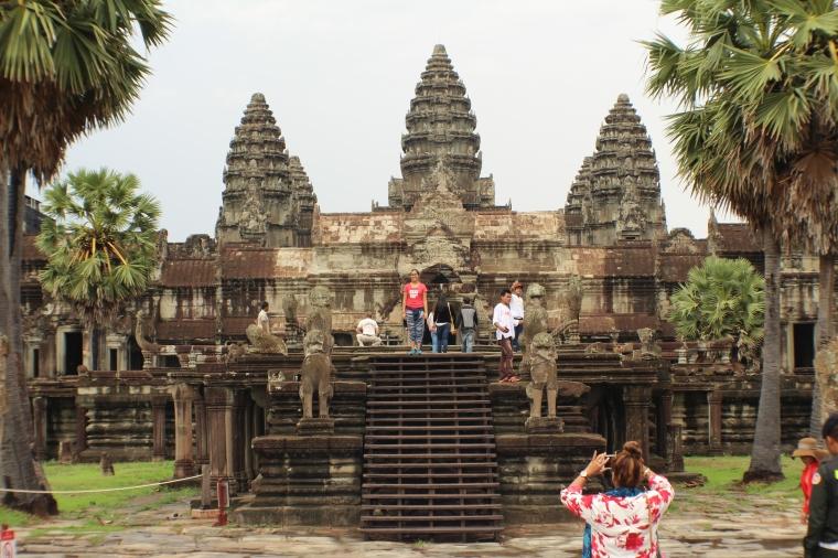Yo en la entrada de Angkor Wat Camboya