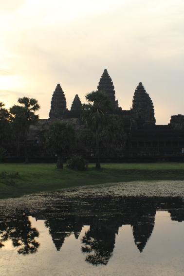 reflejo de las torres de Angkor Wat