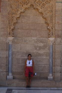 Yo en la entrada del Alcázar