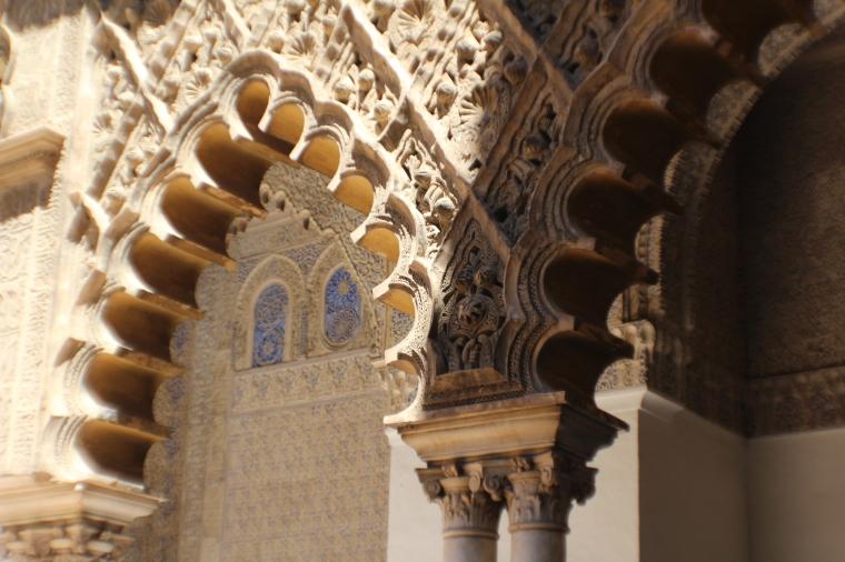 Detalles de los arcos en Patio de las Doncellas