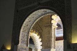 Arcos y detalles de yesería
